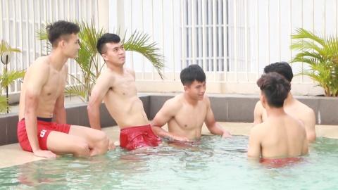 U19 Viet Nam lac quan tap hoi phuc tai phong gym, be boi hinh anh