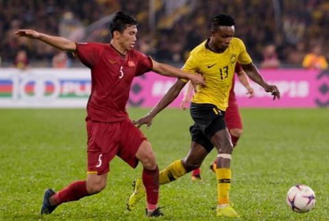 'Ngoại binh' Malaysia tố bị Đoàn Văn Hậu kéo áo trong trận lượt đi