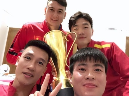 Do Duy Manh chia se sau chuc vo dich: 'On gioi cup day roi' hinh anh