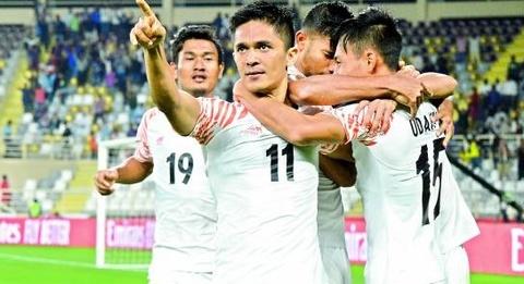 Tien dao An Do xe luoi Thai Lan noi gi khi vuot thanh tich cua Messi? hinh anh