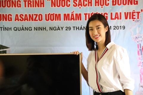 CLB Quang Ninh gop phan dua nuoc sach toi cho tre em vung cao hinh anh 7