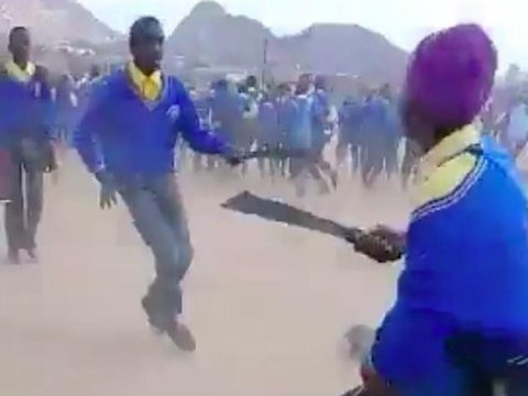 Hoc sinh Nam Phi chem nhau va noi lo bung phat bao luc hoc duong hinh anh