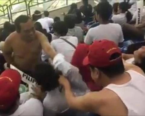 CDV Viet Nam va Philippines doi ao cho nhau trong tran ban ket AFF Cup hinh anh