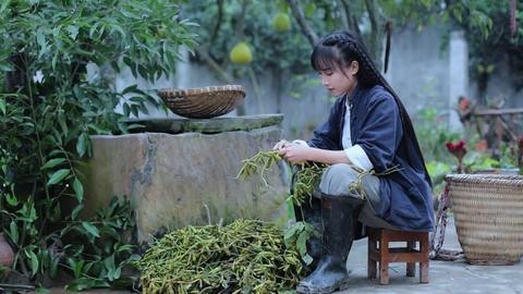 'Tien nu dong que' Trung Quoc bo hoc nam 14 tuoi, tung lam DJ quan bar hinh anh 3