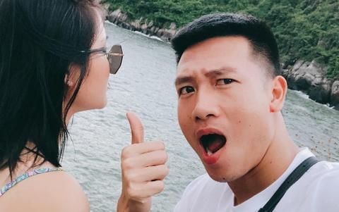 Tiền vệ Huy Hùng: Thích chụp ảnh 'dìm hàng', có bạn gái xinh đẹp