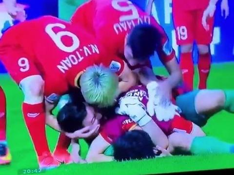 Quỳnh Anh Shyn, An Japan chúc mừng chiến thắng của đội nhà