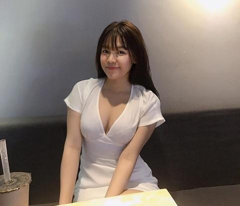 Yen Xuan: Tu hot girl phong tap den ban gai tin don cua Lam Tay hinh anh 1