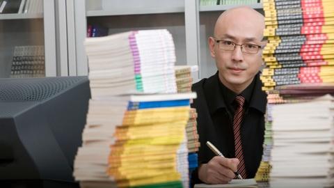 Nam giới Trung Quốc 20 tuổi đã hói đầu vì áp lực công việc, kết hôn