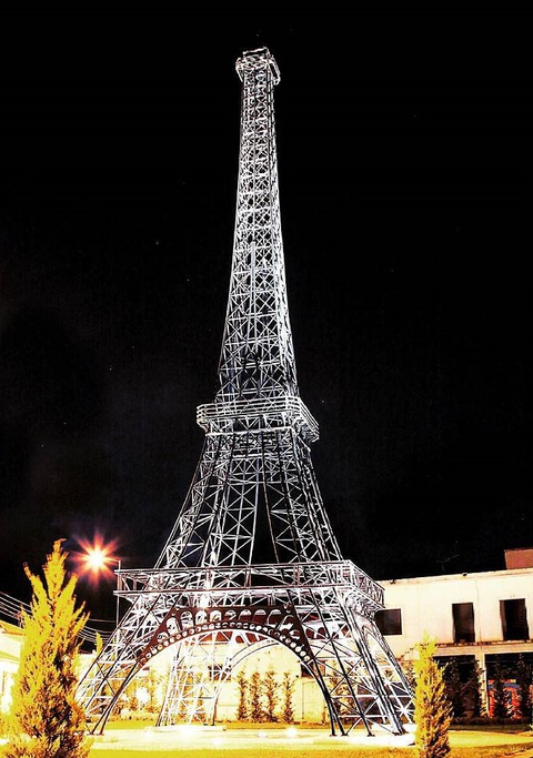 Khong den Phap van co the check-in voi nhung phien ban Eiffel nay hinh anh 11