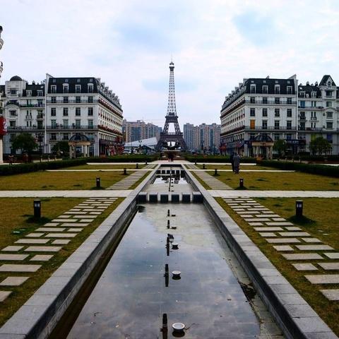 Khong den Phap van co the check-in voi nhung phien ban Eiffel nay hinh anh 7