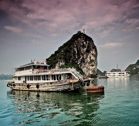 Kham pha vinh Ha Long qua anh check-in cua gioi tre he nam nay hinh anh 17