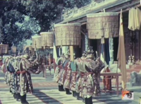 Vua Khai Dinh voi viec dat le 'quoc khanh' cua trieu Nguyen hinh anh