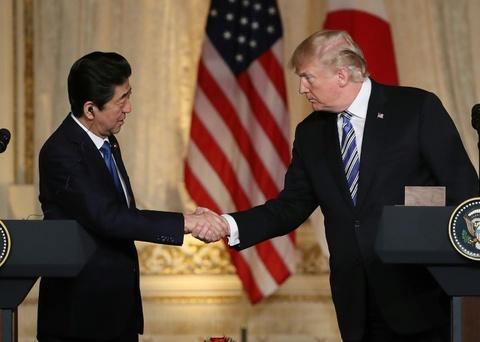 Trump, Abe khang dinh phi hat nhan Trieu Tien la 'bat buoc' hinh anh