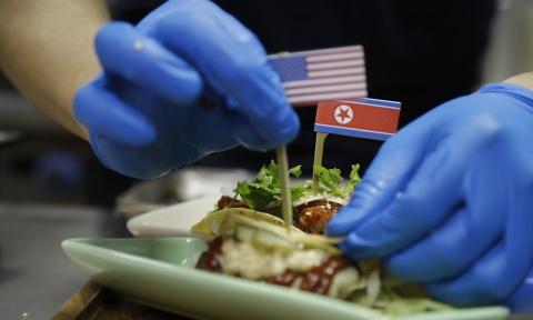 Nha hang Singapore tranh thu an theo thuong dinh Trump - Kim hinh anh 8
