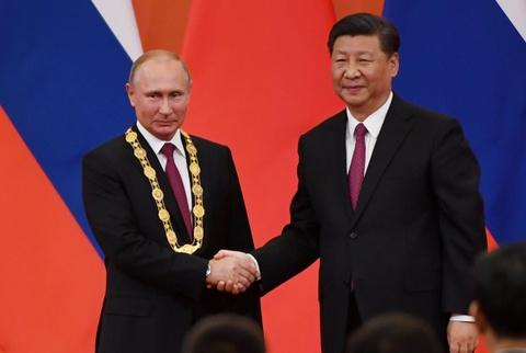 Chu tich Tap trao huan chuong huu nghi dau tien cua TQ cho TT Putin hinh anh