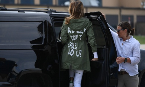 Melania Trump mac ao 'khong quan tam' khi tham tre nhap cu hinh anh