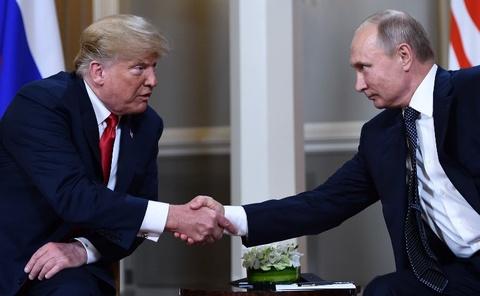 Trump - Putin tro chuyen ngan truoc khi hop kin hinh anh