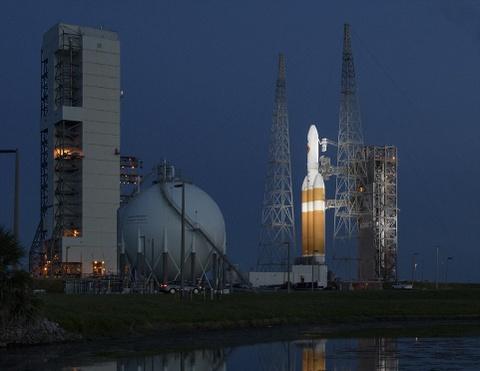 NASA phong tau tham do tien sat Mat Troi hinh anh