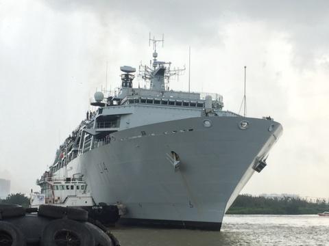 Tau HMS Albion thuoc Hai quan Hoang gia Anh cap Cang Sai Gon hinh anh