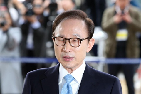 Cuu TT Han Quoc Lee Myung Bak se khang nghi ban an 15 nam tu hinh anh