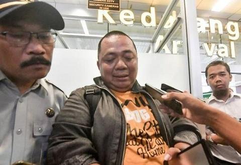 Nam hanh khach thoat vu roi may bay Lion Air nho ket xe hinh anh
