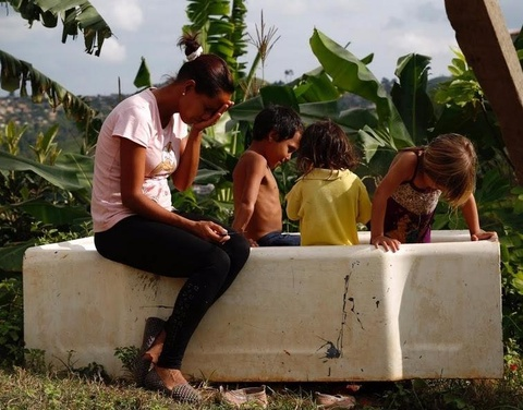 Venezuela: Thieu bao cao su, phu nu phai tim den triet san hinh anh
