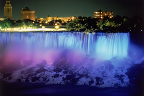 Man trinh dien den sac huyen ao o le hoi Anh sang thac Niagara hinh anh 3