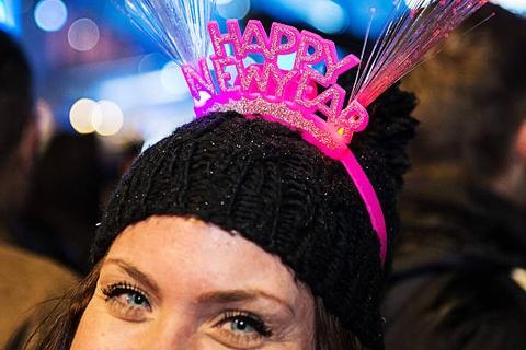 Năm mới, người Đan Mạch làm gì để mang may mắn cho gia chủ?