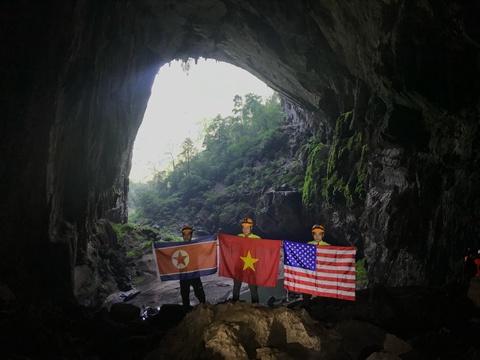 Treo co Viet, My, Trieu trong hang Son Doong, quang ba du lich Viet hinh anh 10