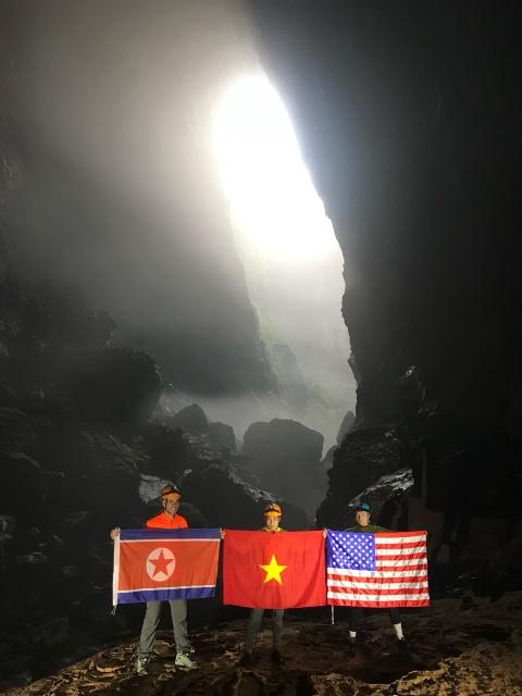 Treo co Viet, My, Trieu trong hang Son Doong, quang ba du lich Viet hinh anh 5
