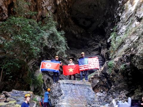 Treo co Viet, My, Trieu trong hang Son Doong, quang ba du lich Viet hinh anh 11