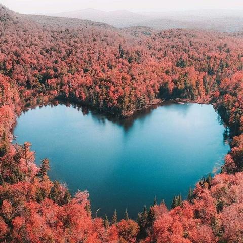 Heart Lake và những hồ nước có hình trái tim đẹp nhất thế giới - Ảnh 1