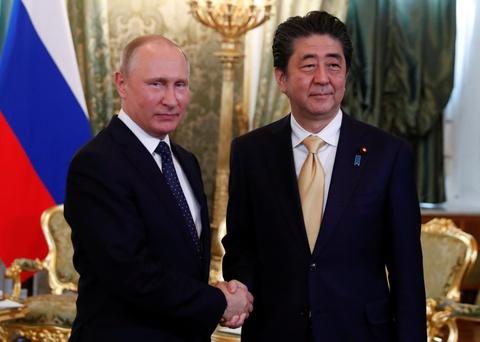 Putin, Abe dam phan hiep uoc hoa binh tren quan dao tranh chap hinh anh