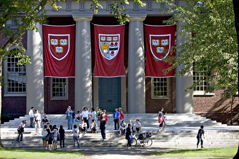 Dai hoc Harvard bi kien vi phan biet doi xu voi sinh vien goc A hinh anh