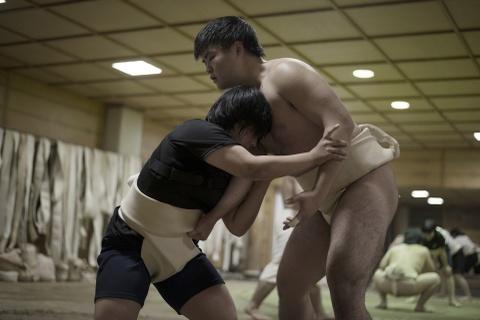 Phu nu Nhat pha vo dinh kien gioi, mong muon duoc dau sumo hinh anh 2