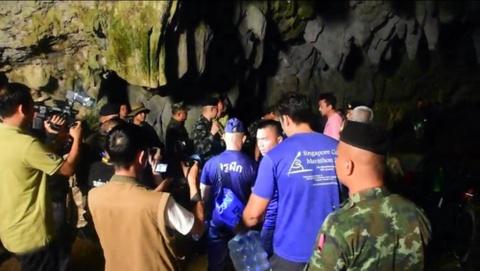 Thai Lan gap kho khan tim kiem 13 nguoi mac ket trong hang sau hinh anh