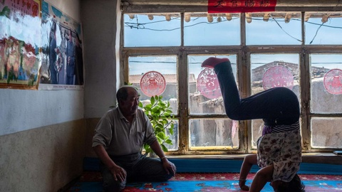 Nguoi gia 'tre hoa' tai ngoi lang yoga dau tien cua Trung Quoc hinh anh 7