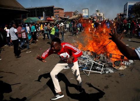 Bat on hau bau cu tai Zimbabwe: Quan doi na dan vao nguoi bieu tinh hinh anh 7
