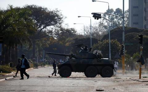 Bat on hau bau cu tai Zimbabwe: Quan doi na dan vao nguoi bieu tinh hinh anh 1