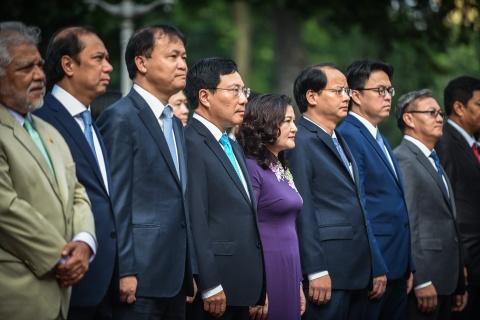 Co ASEAN tung bay trong le thuong co ky niem 51 nam thanh lap hinh anh 5