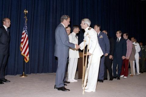 TNS John McCain - tieng noi di dau vun dap quan he Viet - My hinh anh 3