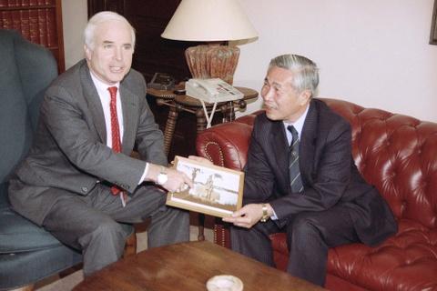 TNS John McCain - tieng noi di dau vun dap quan he Viet - My hinh anh 5