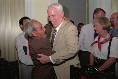 TNS John McCain - tieng noi di dau vun dap quan he Viet - My hinh anh
