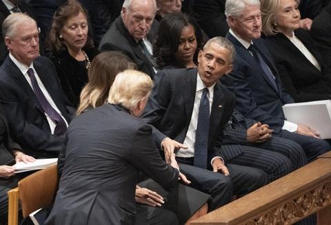 TT Trump le loi khi 'CLB tong thong' quy tu o le tang Bush 'cha' hinh anh 1