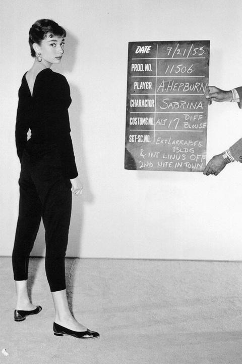 'Copy' phong cach thoi trang cua Audrey Hepburn de mac dep quanh nam hinh anh 2