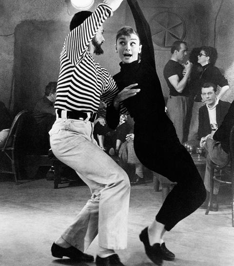 'Copy' phong cach thoi trang cua Audrey Hepburn de mac dep quanh nam hinh anh 3