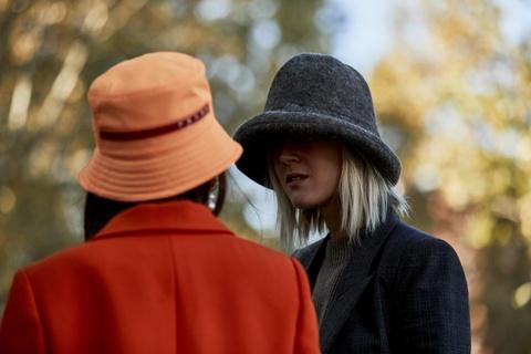 Mũ bucket chiếm sóng Tuần lễ thời trang Thu - Đông 2019 New York