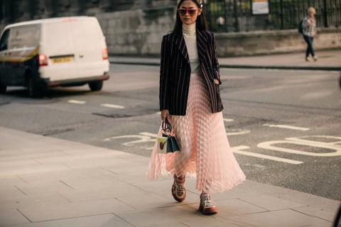 Muôn cách phối áo blazer từ street style tại tuần lễ thời trang London