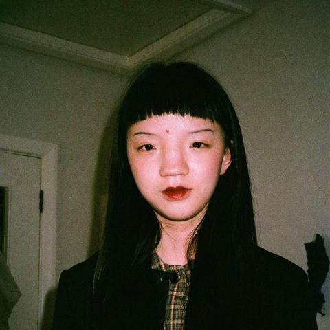 Nguoi mau Thuong Hai duoc Vogue khen, nhung bi dan mang Trung Quoc che hinh anh 3