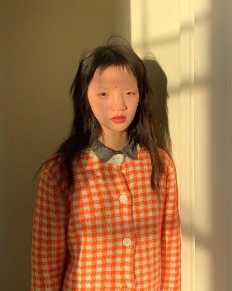 Nguoi mau Thuong Hai duoc Vogue khen, nhung bi dan mang Trung Quoc che hinh anh 4
